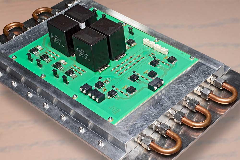 Leistungsstufe mit SiC-MOSFETs auf Dickkupfersubstrat für einen mit 100kHz getakteten Umrichter zur Erzeugung einer gepulsten 20kV-Hochspannung