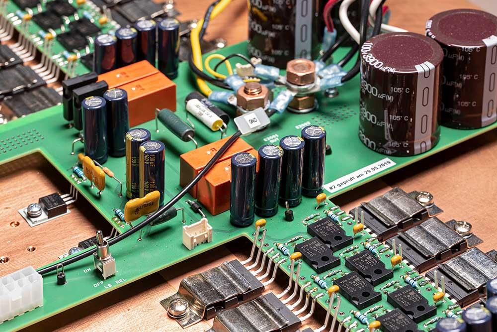 Linearer Leistungsverstärker mit ultra-niedrigem THD